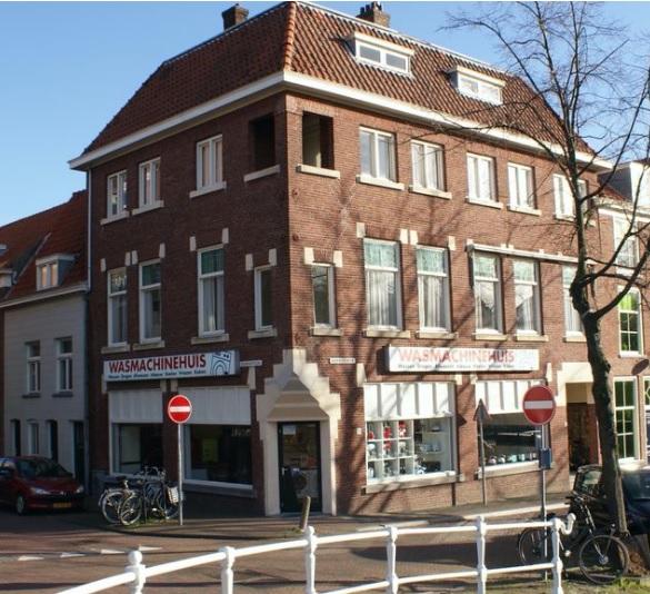 Het Wasmachinehuis aan het Noordeinde in Delft.